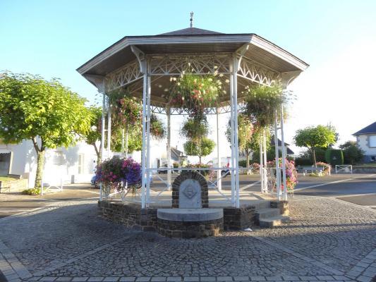Kiosque à musique et fontaine #Javené #35 #35133 http ...