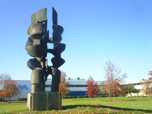 sculpture monumentale devant l 39 ecole nationale sup rieure d 39 arts et m tiers talence talence. Black Bedroom Furniture Sets. Home Design Ideas