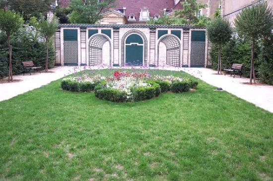 Le jardin jean de berbisey dijon 21 21000 - Petit jardin robertson dijon ...