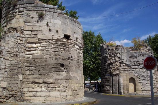 Porte de la cavalerie arles arles 13 13200 http - Hotel porte de camargue arles provence ...