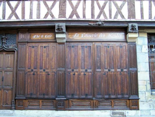 Super Devanture plis de serviette et façade à pans de bois à Dijon  LT21