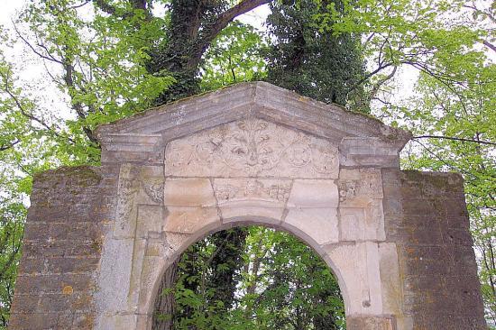 La porte du jardin du clo tre des feuillants fontaine les dijon fontaine l s dijon 21 21121 - Porte du diable dijon ...