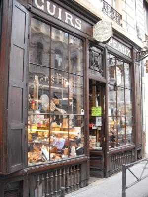 4b04cb31a7fa La boutique « Cuirs et Peaux »    LYON 02  69  69002 http   bit.ly xfzTMk