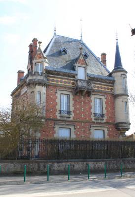 La maison des tourelles verdun 55 55100 for Architecture neo gothique