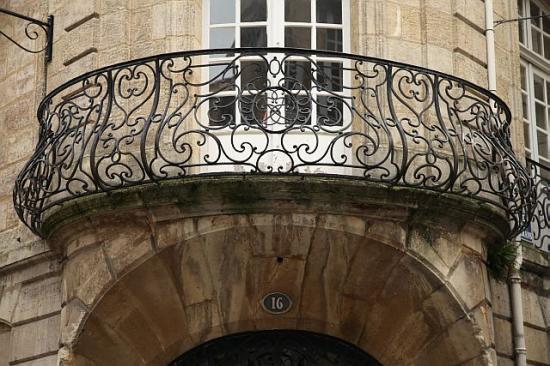 Rue royale maison divine balcon somptueux bordeaux 3e for Balcon facade maison
