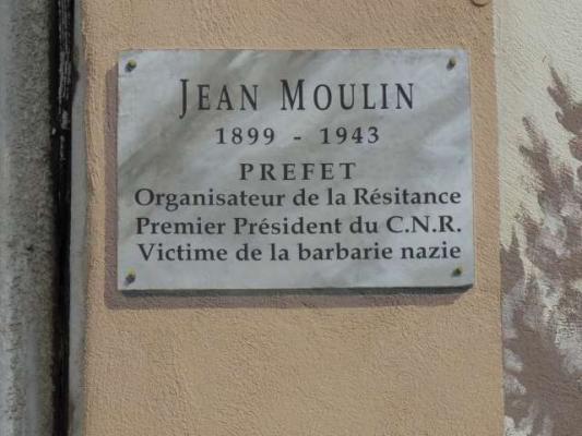 Dans le souvenir de jean moulin 1 fresque du parachutage - La poste salon de provence jean moulin ...