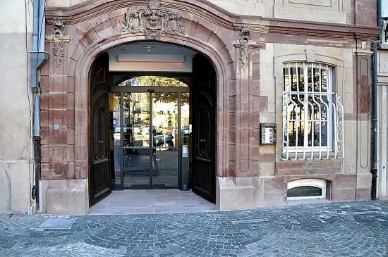 """Ancien Hôtel """"Aux Trois Chasse-Mouches""""   #Strasbourg #67 #67000"""