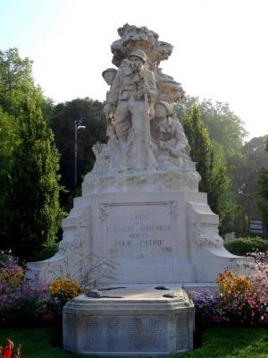 Le monument aux morts les patrouilleurs abbeville 80 for Architecte abbeville