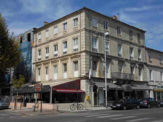 C\'est une maison jaune...   #Arles #13 #13200 http://bit.ly ...