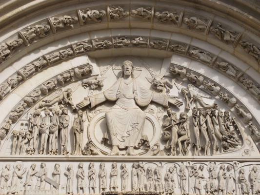 Les quatre tympans de la basilique de la Madeleine à Vézelay - Le tympan  extérieur � #Vézelay #89 #89450 https://bit.ly/1EIMi94